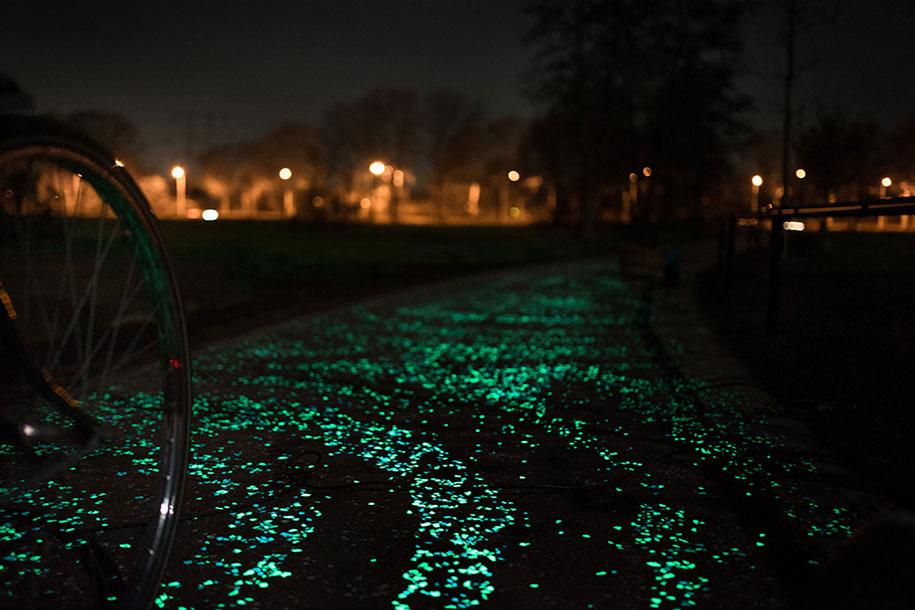 led-glowing-van-gogh-bicycle-path-nuenen-netherlands-daan-roosegaarde-3