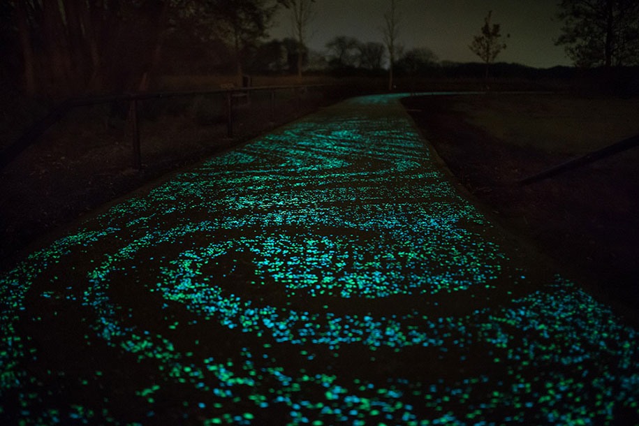 led-glowing-van-gogh-bicycle-path-nuenen-netherlands-daan-roosegaarde-6