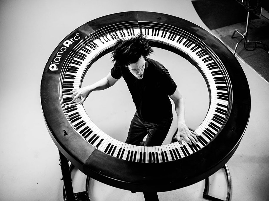 piano-arc-circular-keyboard-brockettship