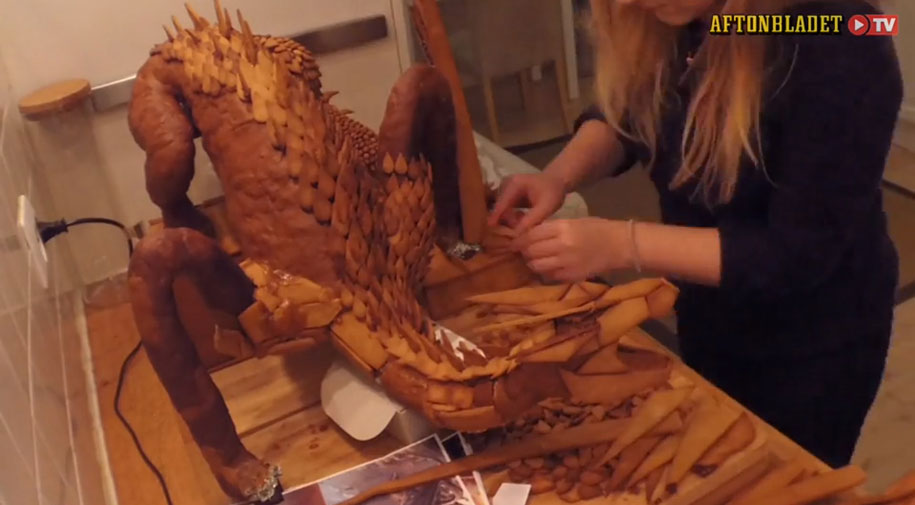 dragon-smaug-gingerbread-sculpture-caroline-eriksson-5