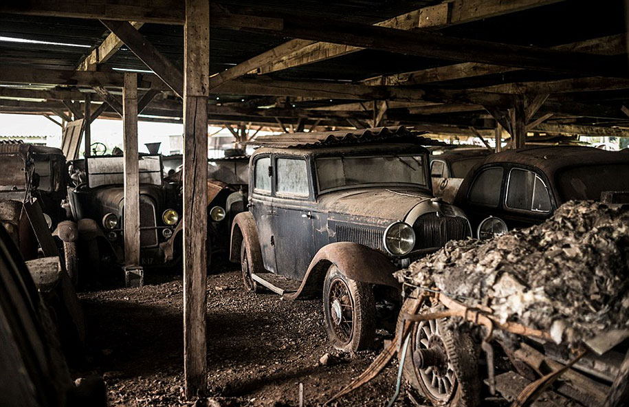 60 Vintage Cars Found In French Farm Garage After 50 Years Are ...