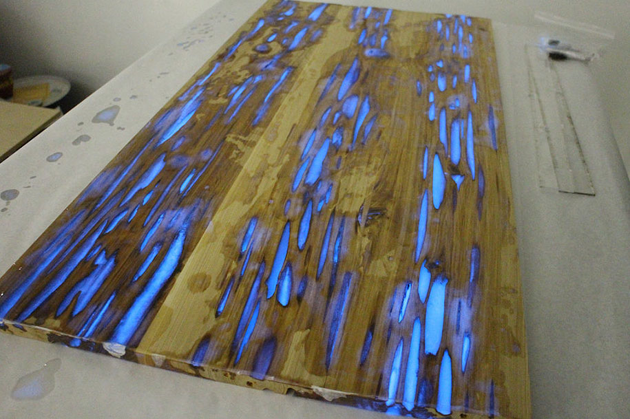 Awesome Diy Table With Glow In The Dark Resin