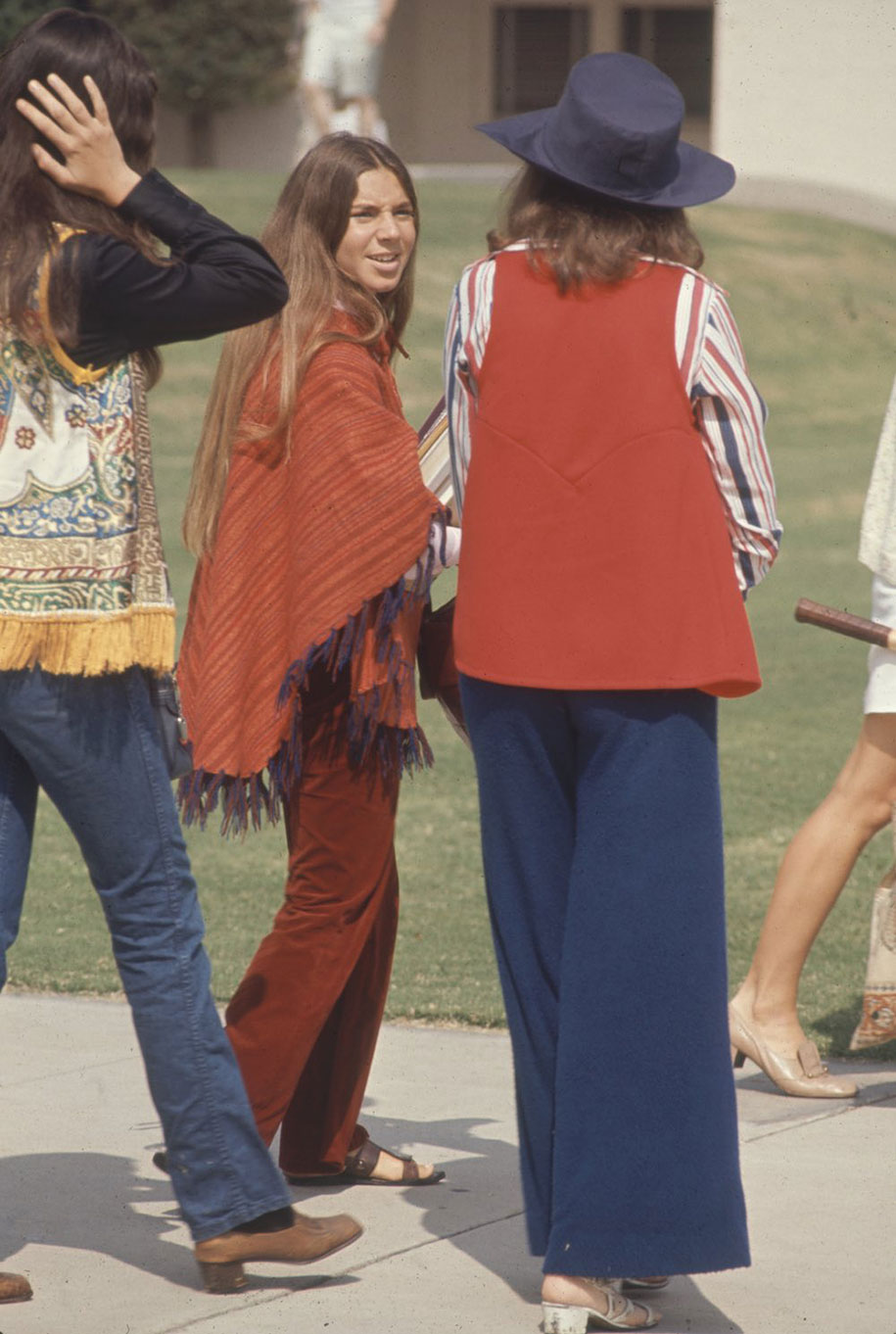 1969-hippie-high-school-counterculture-photography-7