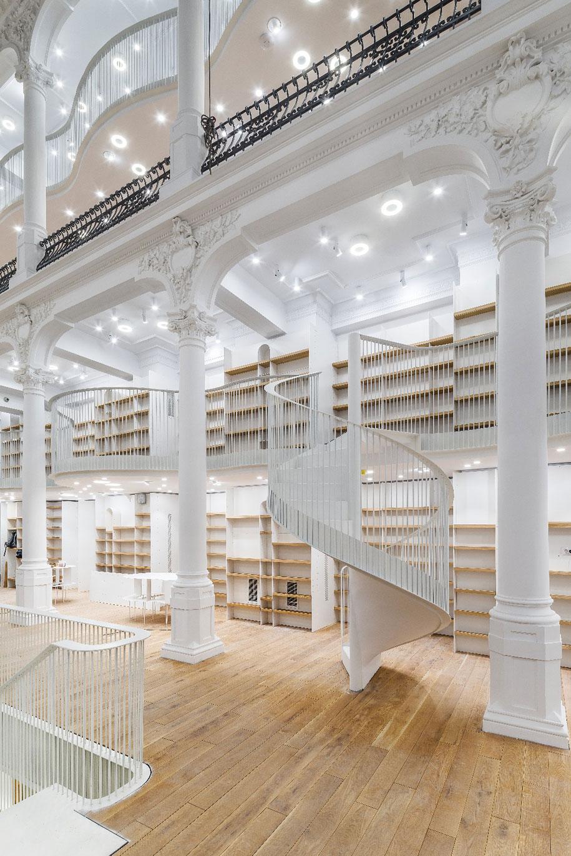 fantastic-bookstore-carousel-light-bucharest-romania-16