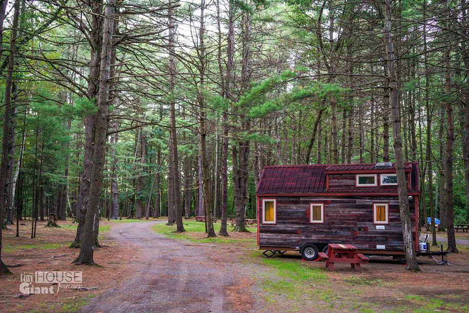 couple-travel-tiny-house-giant-journey-guillaume-dutilha-jenna-spesard-9