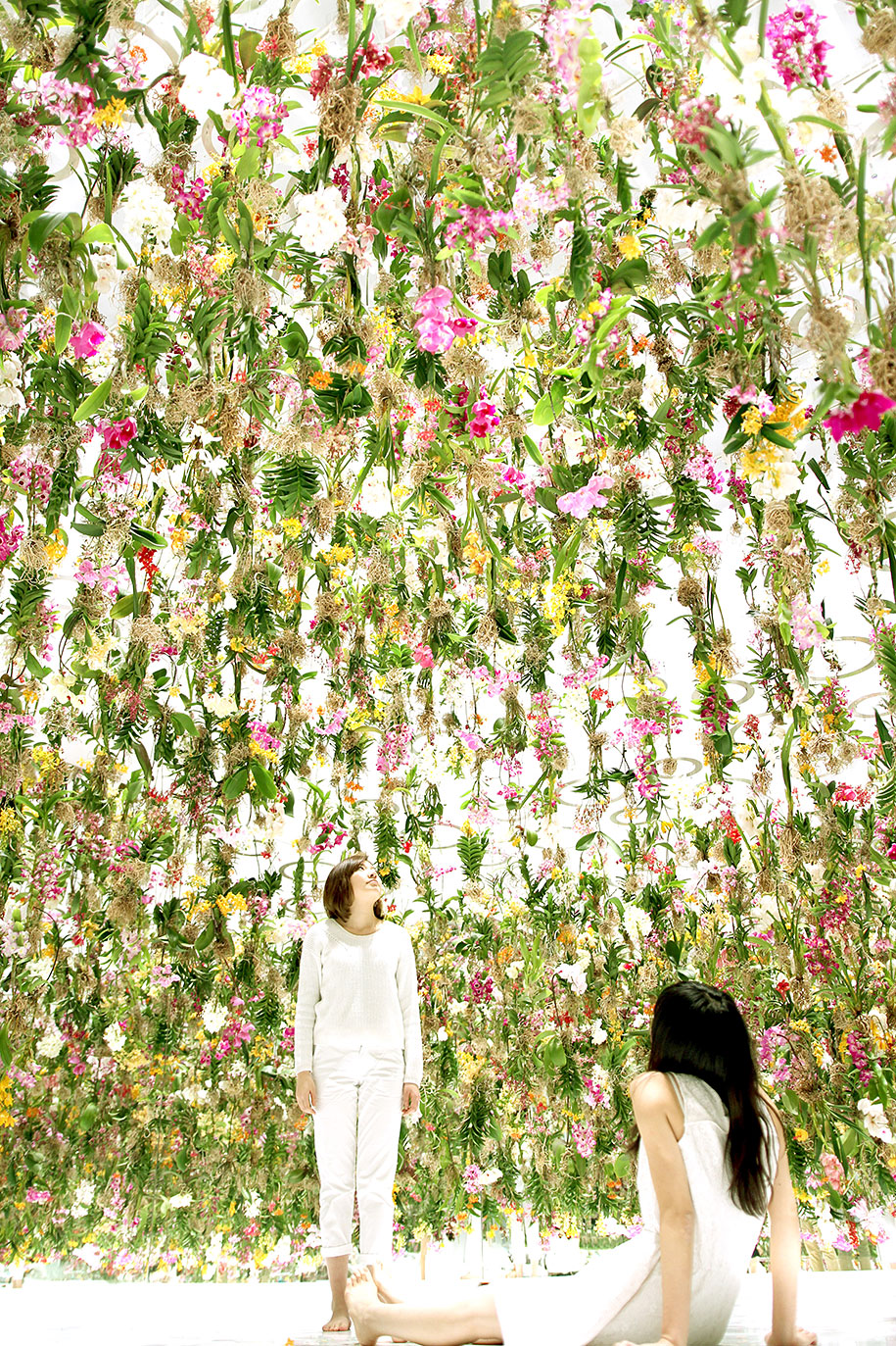modern-mechanized-floating-flower-garden-teamlab-13