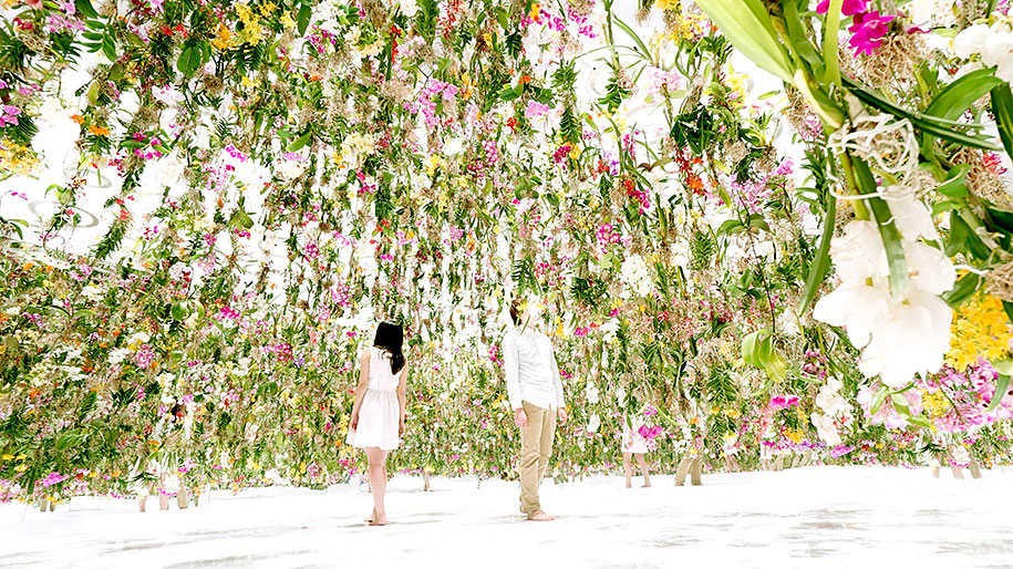 modern-mechanized-floating-flower-garden-teamlab-4
