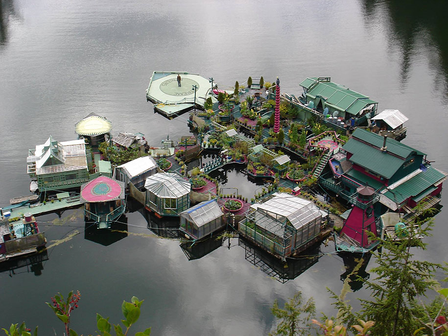 self-sustaining-off-grid-house-freedom-cove-wayne-adams-catherine-king-4