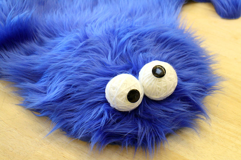 sesame-street-DIY-cookie-monster-rug-pillows-mikeasaurus-09
