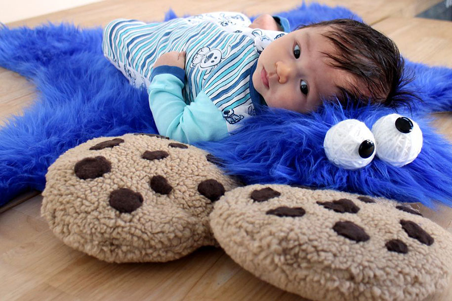 sesame-street-DIY-cookie-monster-rug-pillows-mikeasaurus-11