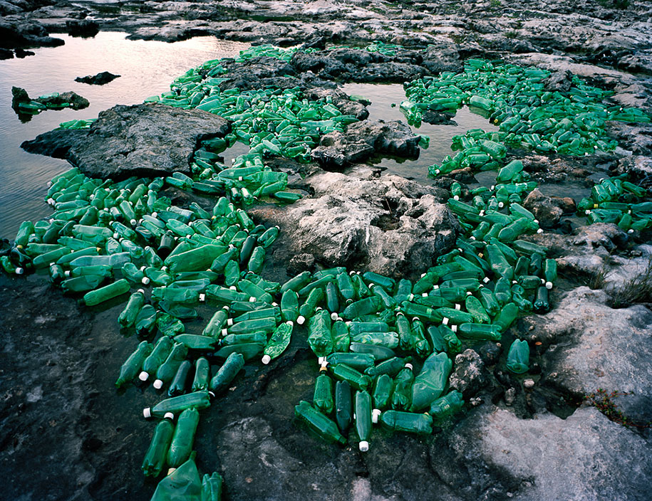 trash-installations-washed-up-alejandro-duran-16