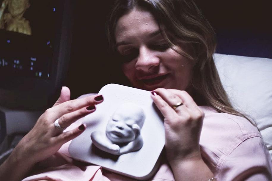 3d-printing-ultrasound-blind-mother-meeting-murilo-countingthedays-huggies-1