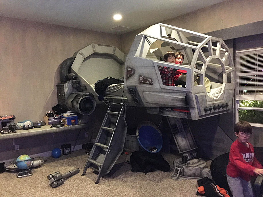 bedroom-at-at-star-wars-millennium-falcon-bed-peter-mcgowan-1