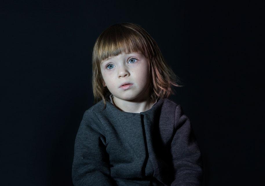 children-watching-tv-idiot-box-donna-lee-stevens-3