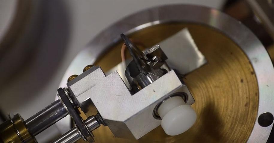 electron-microscope-slow-motion-vinyl-recording-ben-krasnow-11