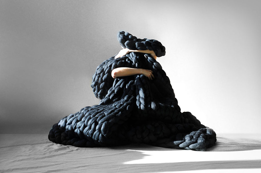 giant-super-chunky-wool-knitwear-blankets-anna-mo-14