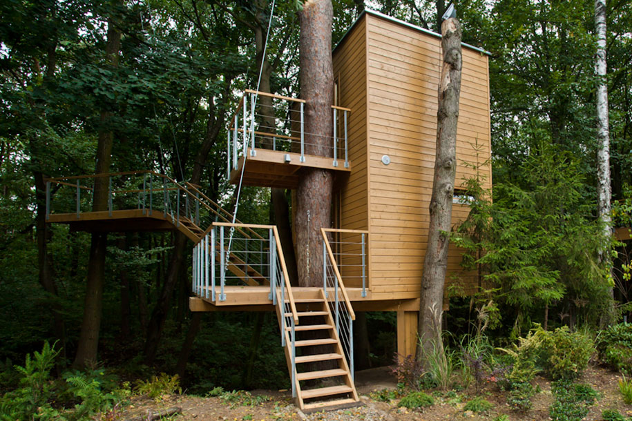 12 architects who build houses around trees instead of for Houses built in trees