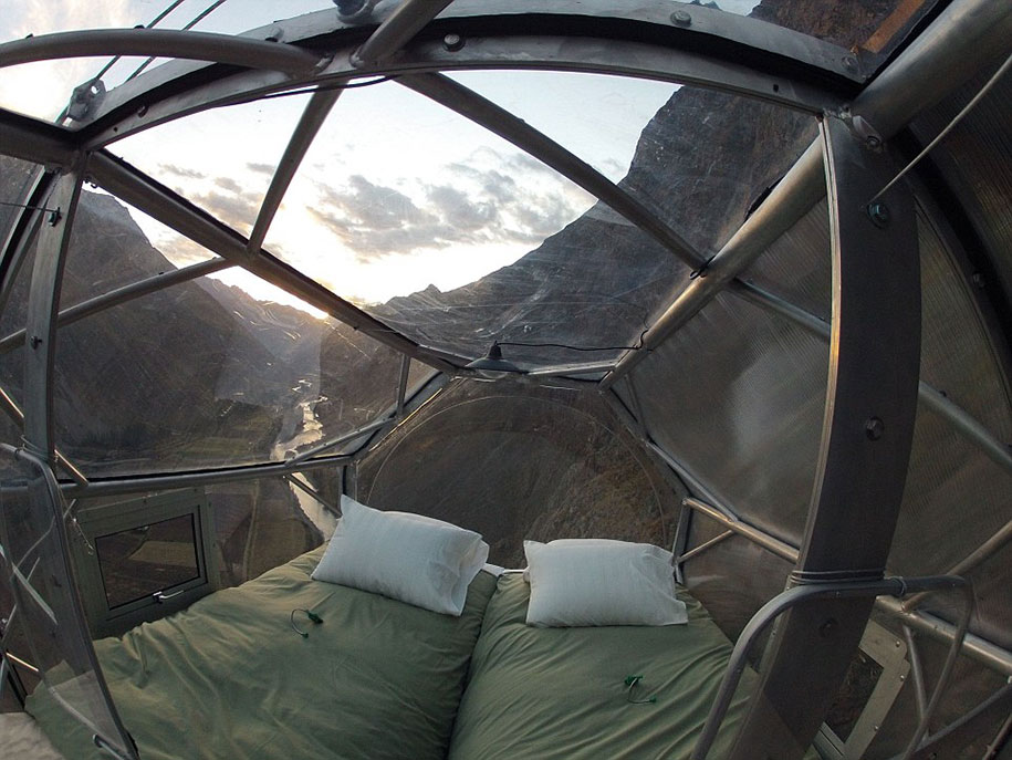 scary-suspended-see-through-pod-capsule-skylodge-hotel-peru-3