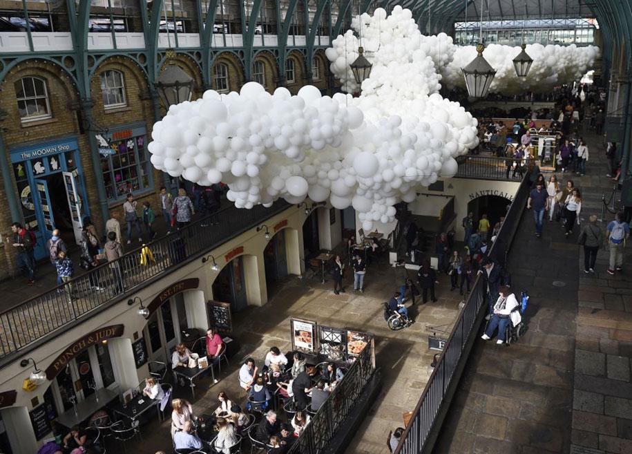 100000-balloons-covent-garden-heartbeat-charles-petillon-11