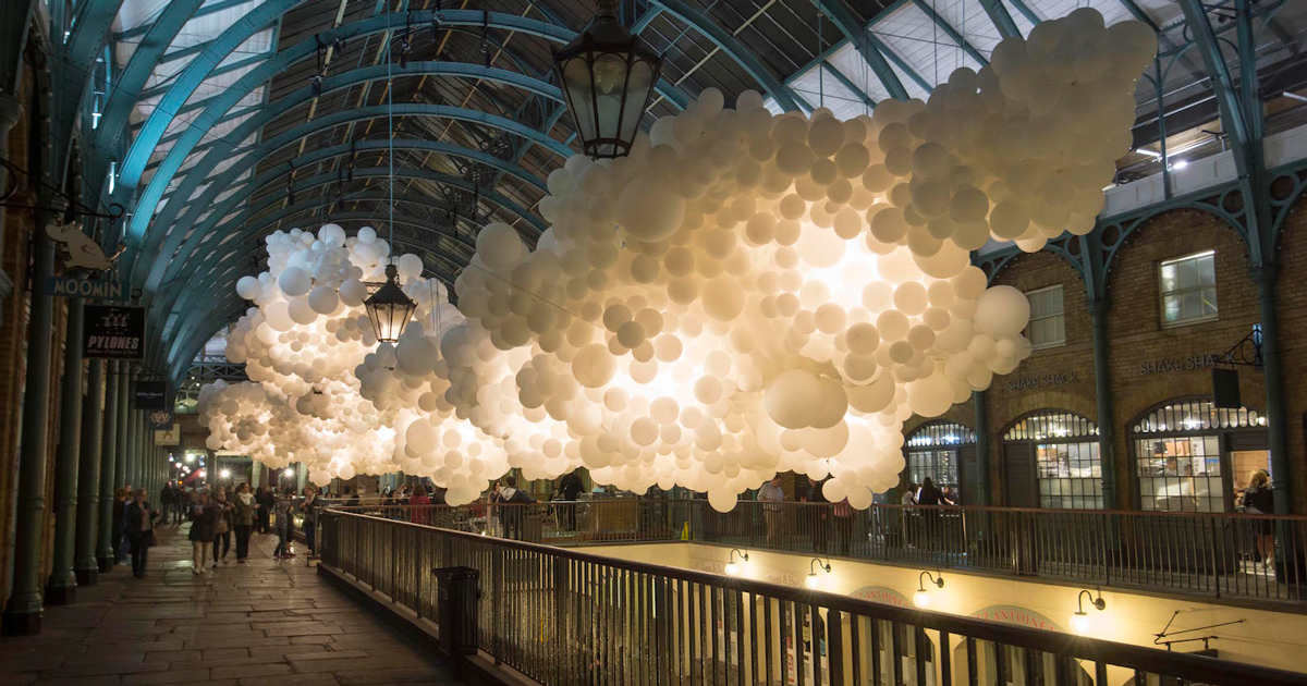 100 000 balloons suspended inside covent garden market in london - Covent garden magasin ...