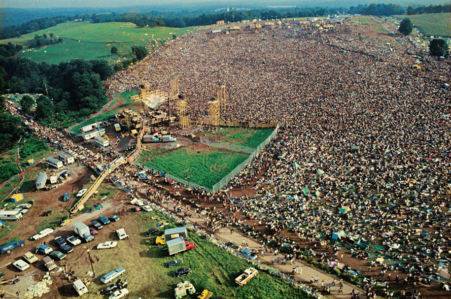 crazy-things-woodstock-festival-photography-15
