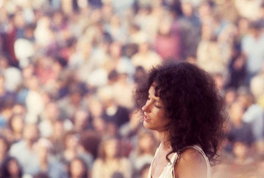 crazy-things-woodstock-festival-photography-16