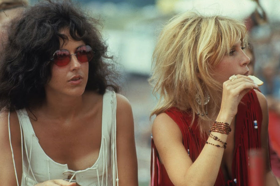 crazy-things-woodstock-festival-photography-17