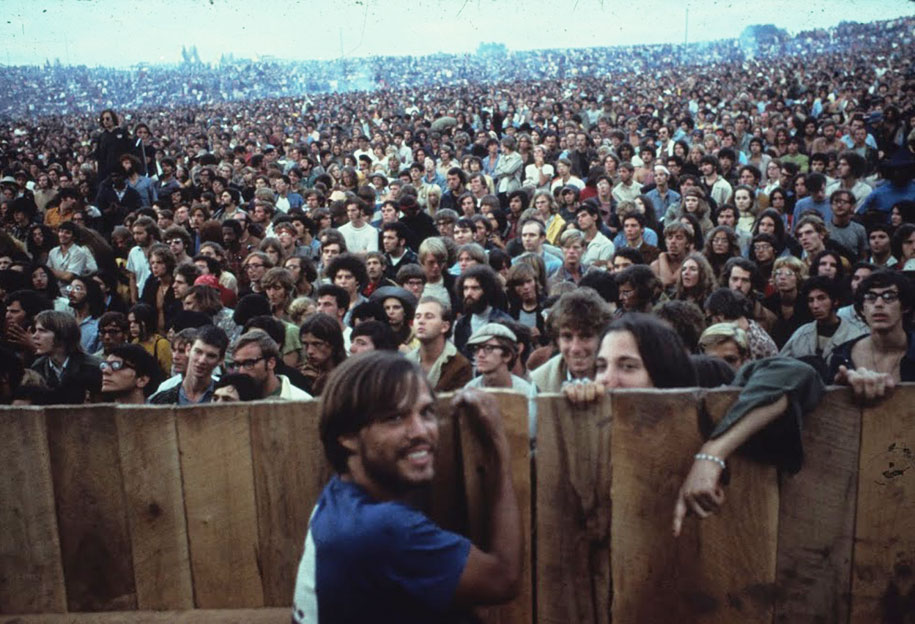 crazy-things-woodstock-festival-photography-2
