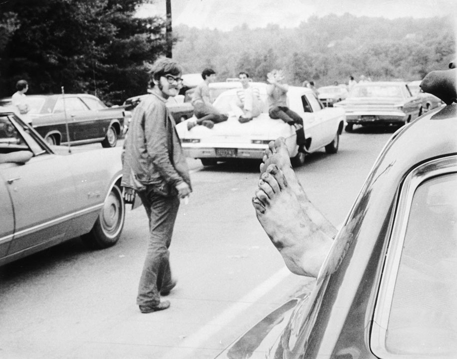 crazy-things-woodstock-festival-photography-6