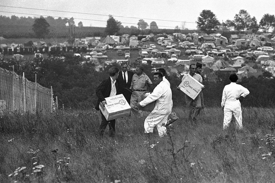 crazy-things-woodstock-festival-photography-7