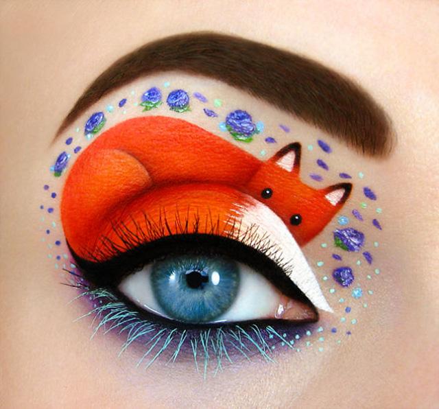 Israeli artist draws amazing make up art on her own eyelids