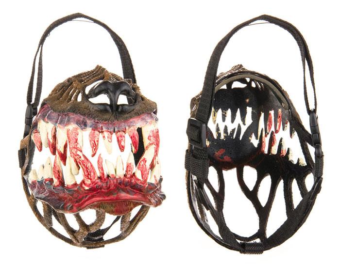 scary-dog-muzzle-werewolf-zveryatam-russia-2