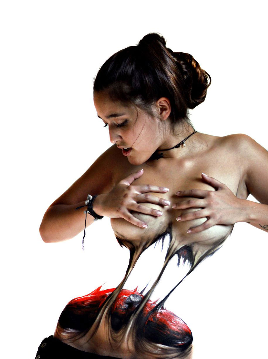 woman-tearing-herself-apart-grotesque-body-painting-jeampiere-dinamarca-poque-2