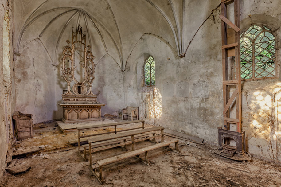 Photographer Finds Abandoned Buildings In Europe And