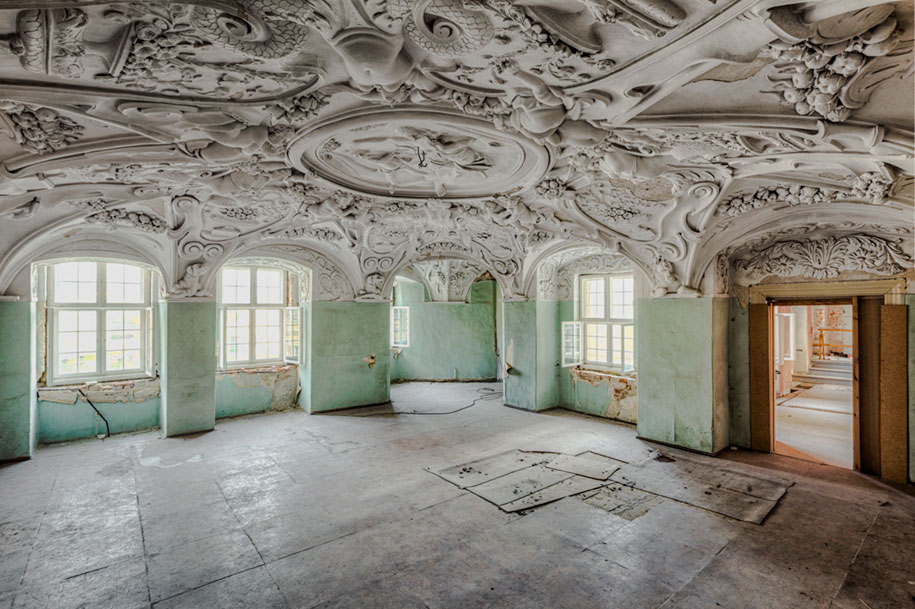 abandoned-decaying-buildings-europe-photography-christian-richter-18