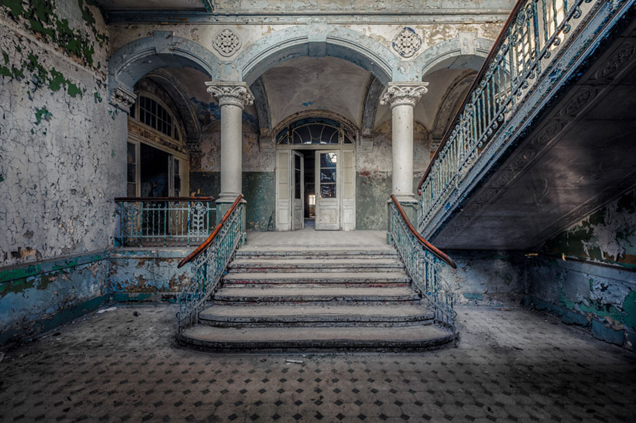 abandoned-decaying-buildings-europe-photography-christian-richter-27