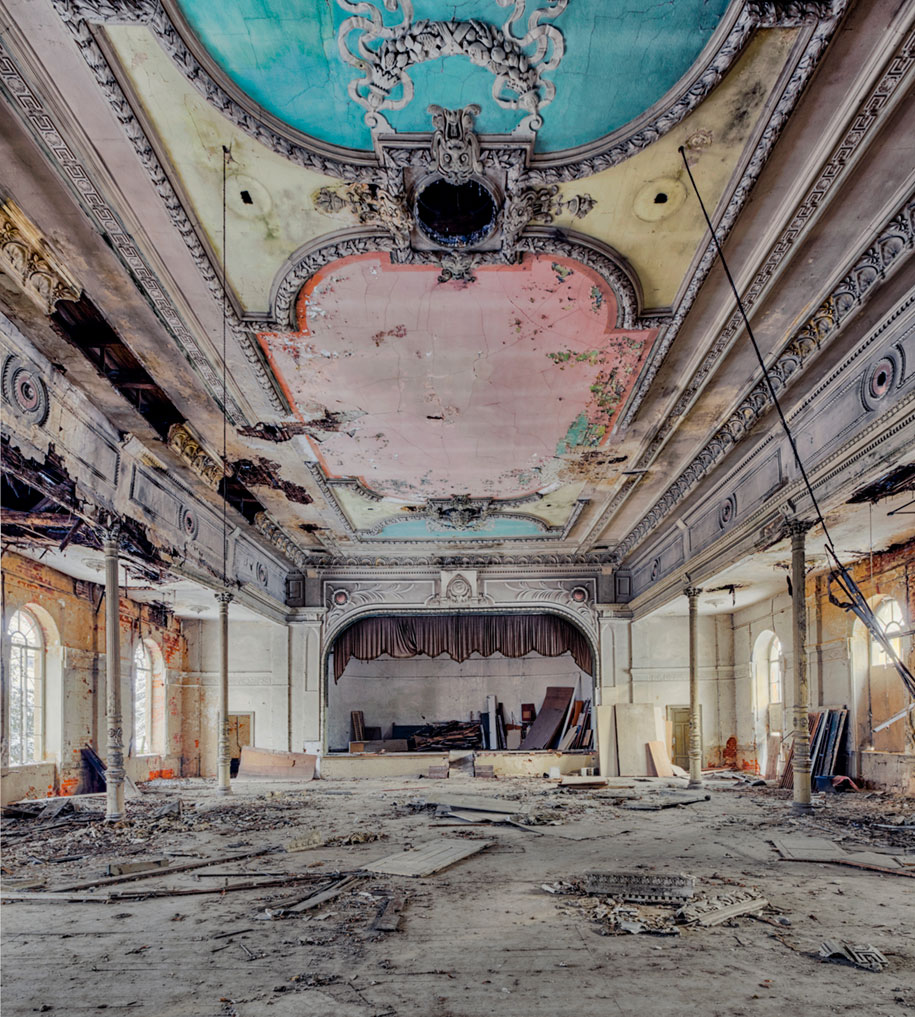 abandoned-decaying-buildings-europe-photography-christian-richter-9