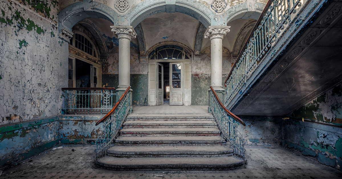 Mansion Foyer Edmonton : Photographer finds abandoned buildings in europe and