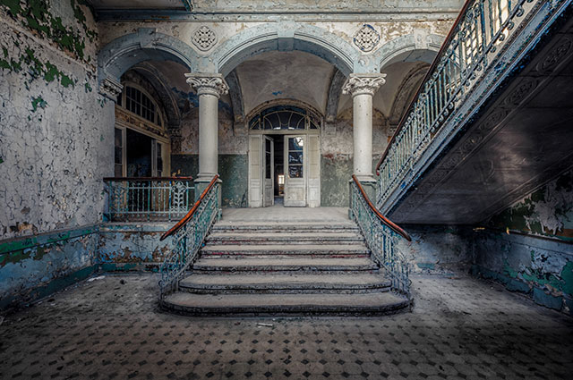 Photographer Finds Abandoned Buildings In Europe And Immortalizes Them In  His Photos