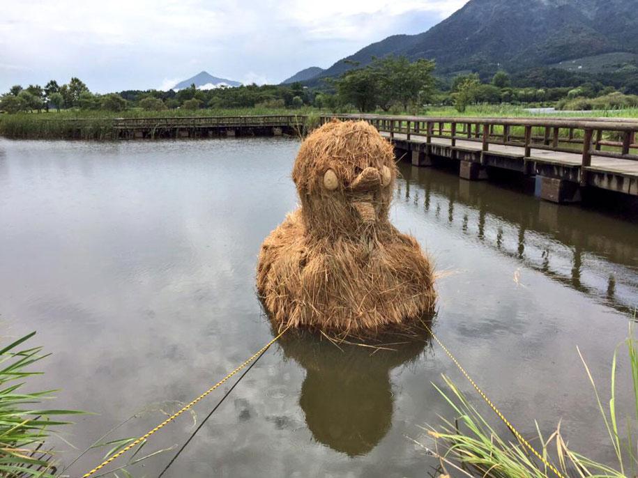 dinosaur-straw-sculptures-wara-art-festival-2015-niigata-japan-666