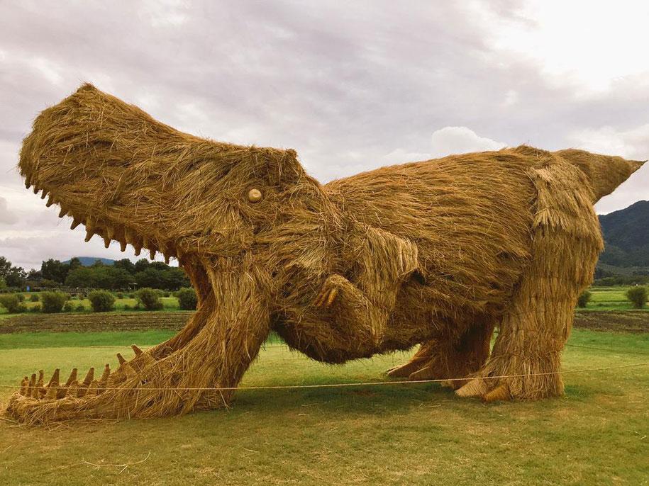 dinosaur-straw-sculptures-wara-art-festival-2015-niigata-japan-674