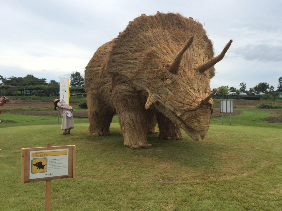 dinosaur-straw-sculptures-wara-art-festival-2015-niigata-japan-680