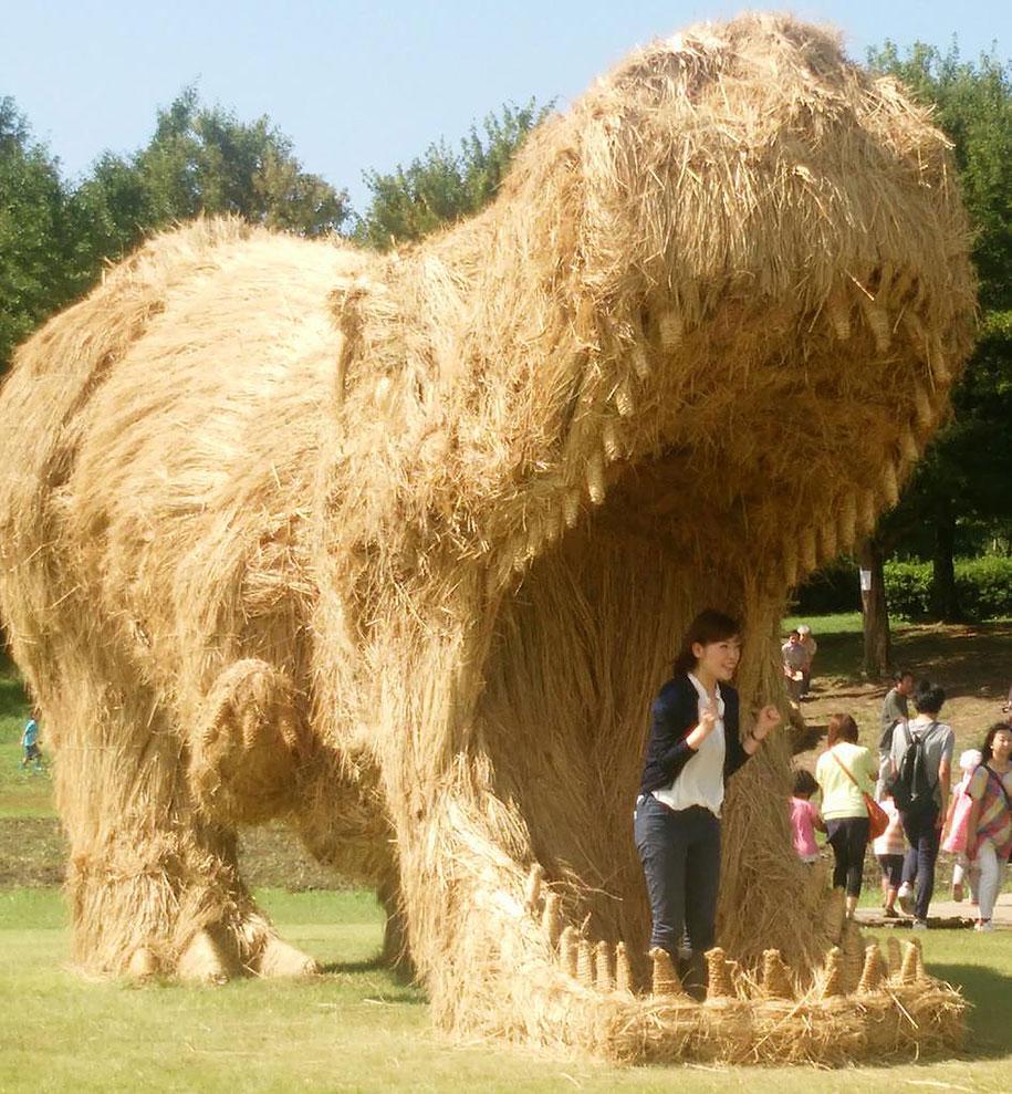 dinosaur-straw-sculptures-wara-art-festival-2015-niigata-japan-683