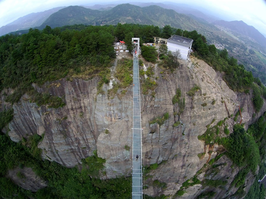 longest-glass-walkway-bridge-scary-shiniuzhai-geopark-china-10