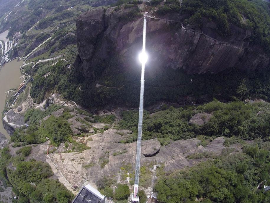 longest-glass-walkway-bridge-scary-shiniuzhai-geopark-china-2