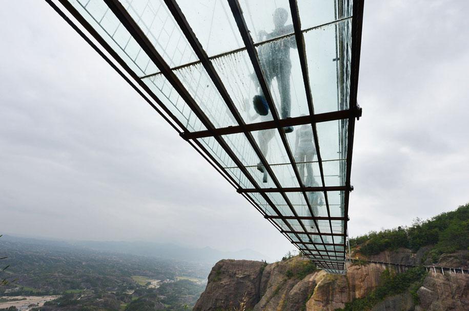 longest-glass-walkway-bridge-scary-shiniuzhai-geopark-china-7