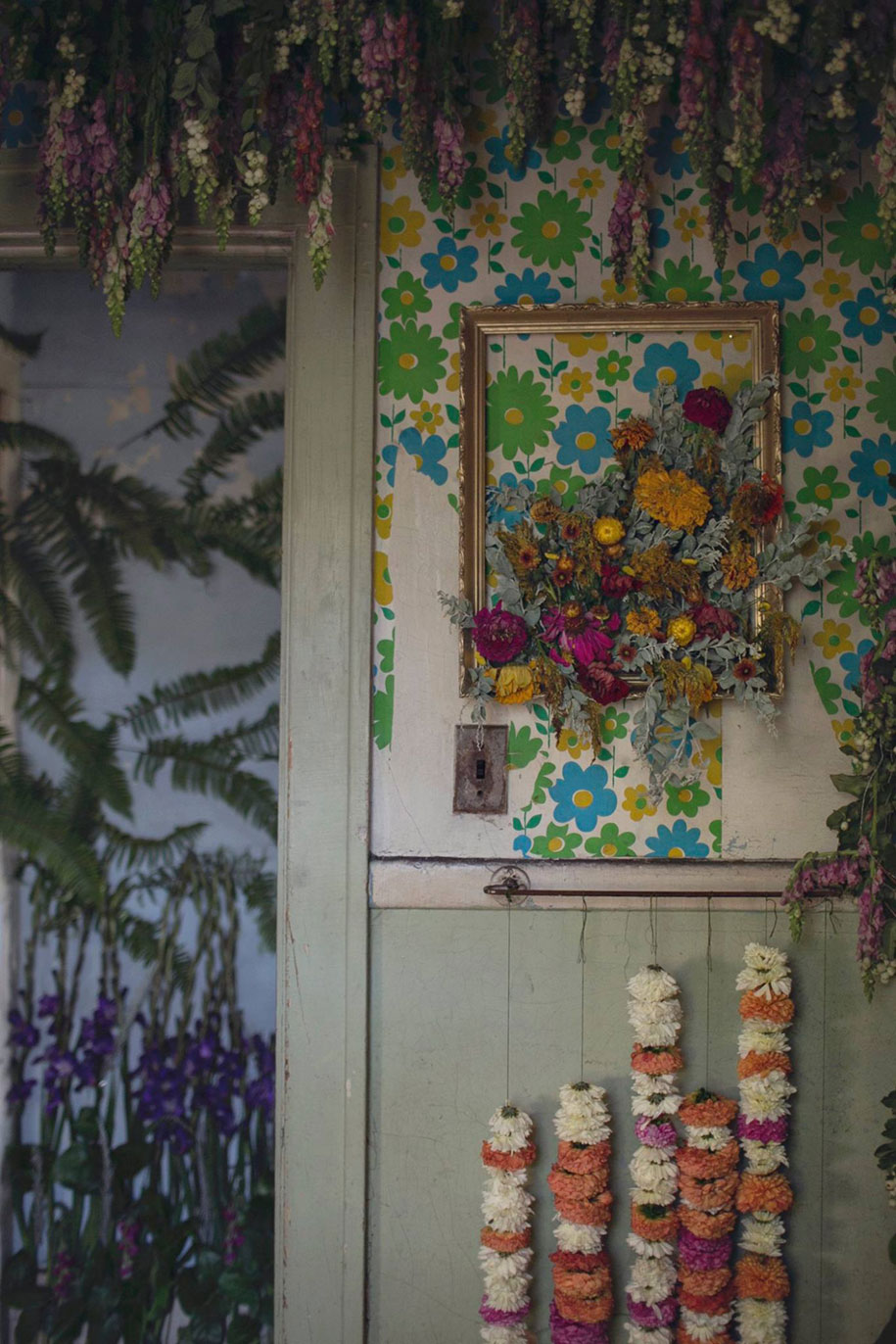 abandoned-house-transformed-flower-house-lisa-waud-heather-saunders-25