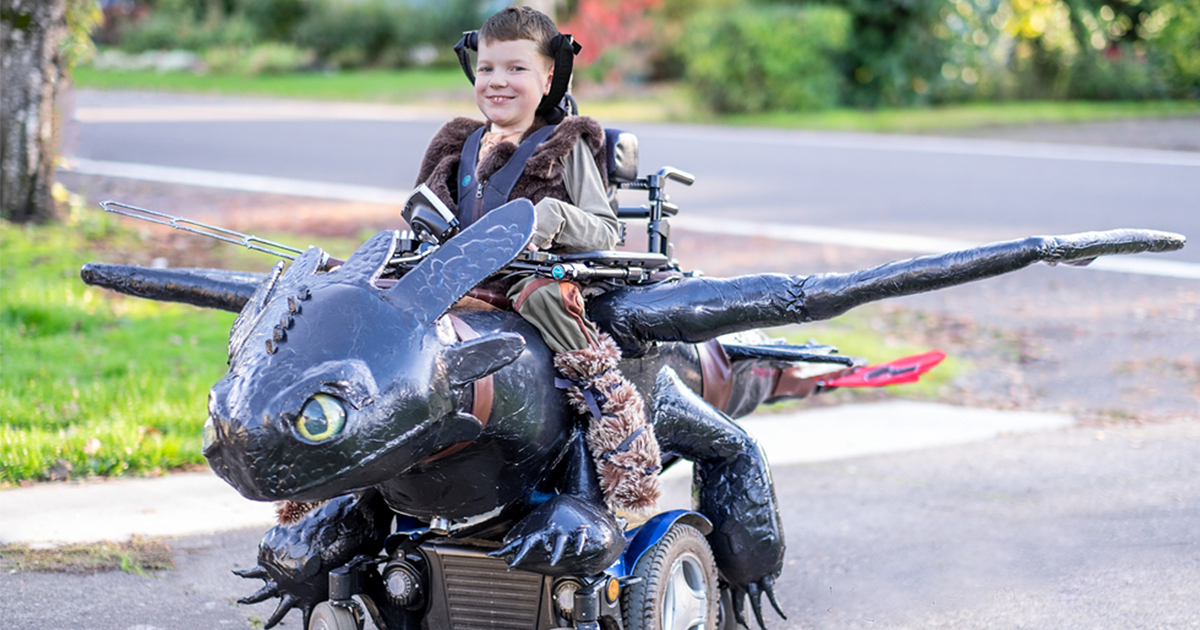 dad makes amazing halloween costumes for kids in wheelchairs