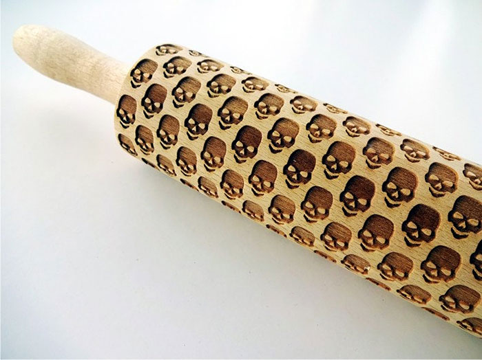 halloween-laser-etched-skull-embossing-rolling-pin-dough-roller-ruth-lithuania-7