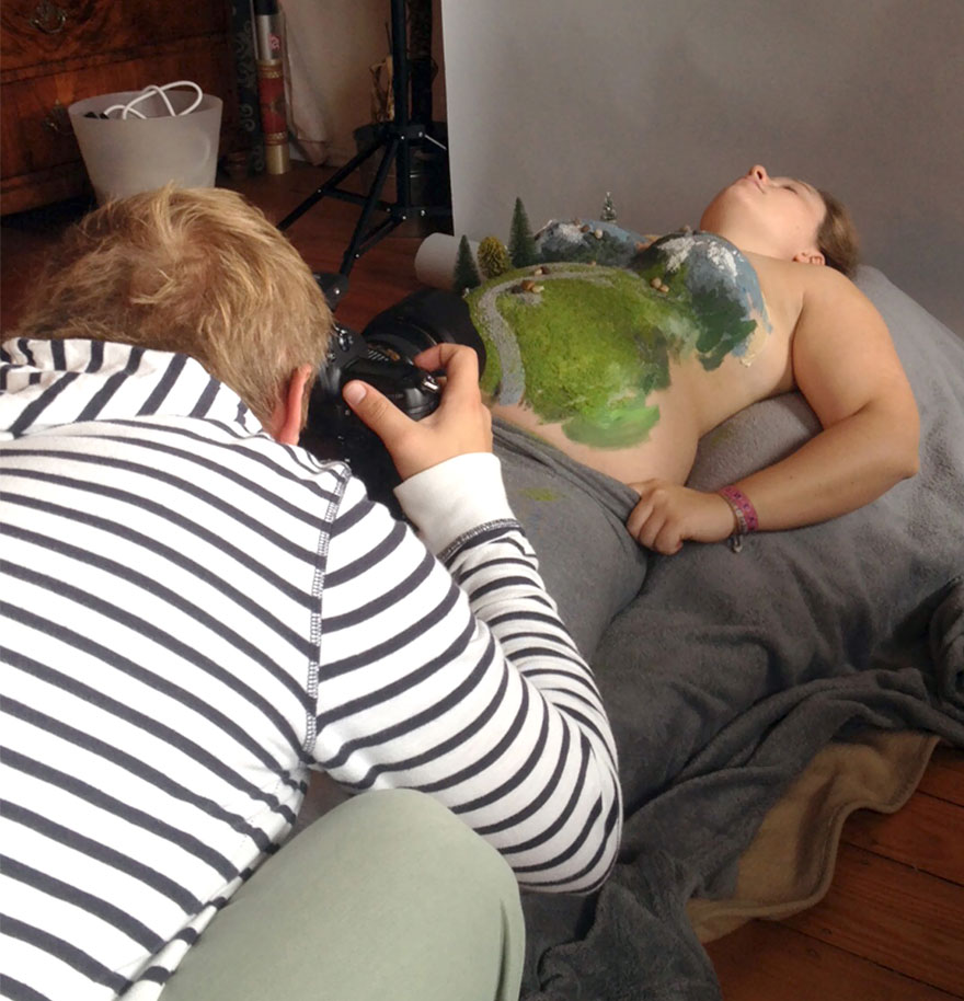pregnancy-baby-announcement-belly-painting-photos-simon-schaffrath-5